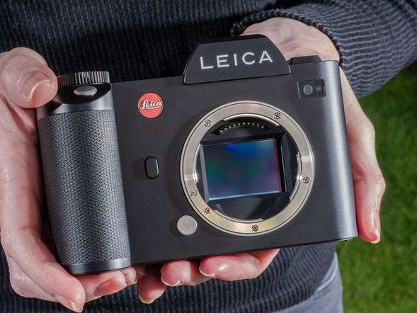 Leica 也會被罵到臭頭, 沒人買單的時候