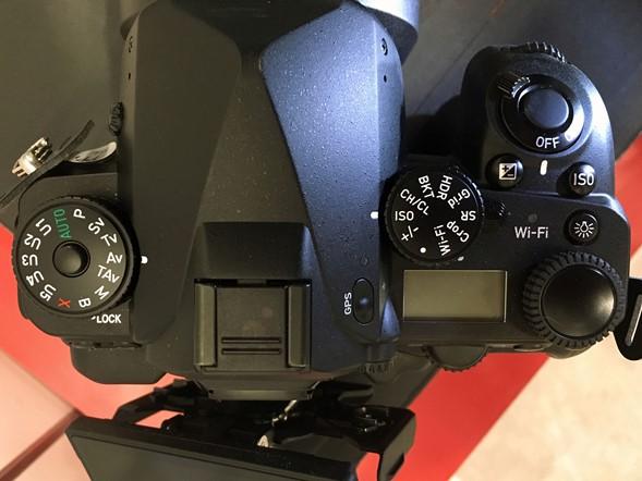 Lộ diện mẫu máy DSLR full frame bí ẩn từ Ricoh (Pentax) - 96736