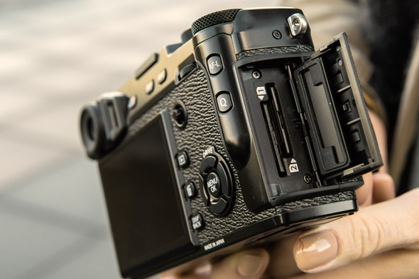 Fujifilm X-pro2 - 2 слота под флешки