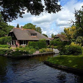 Giethoorn: A Unique Charming Town In The Netherlands.