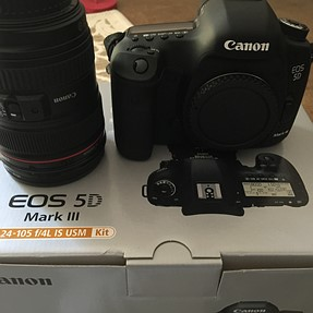 Canon 5d3  Kit or Body, MINT,  only 1,306 shutter actuations!!