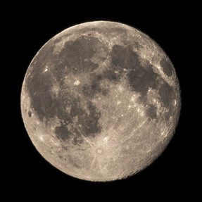 Maximising the Moon (Fuji X-S1)