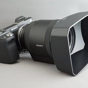 SELP 18200 lens hood question